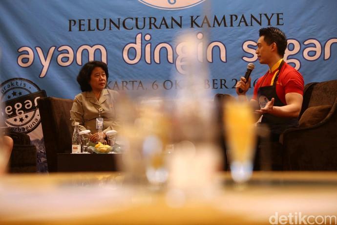 Chef Edwin Lau (kanan) juga hadir dalam peluncuran kampanye ayam dingin segar.