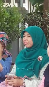 bu Elly Farida, istri Walikota Depok. Terima kasih sudah datang, Bu Elly. Semoga informasi seputar ayam segar ini bisa sampai ke seluruh masyarakat Depok ya, Bu.
